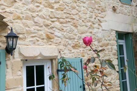 havre de paix en pierre, proche Avignon-Aiguèze - Vénéjan - Hus