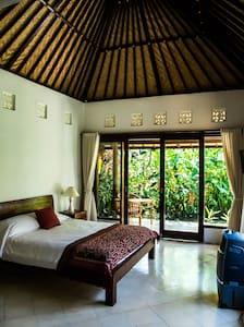 Rumah Tropis - An Oasis with Fast Wifi & Cool A/C - Ubud - Bed & Breakfast