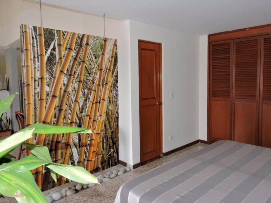 ALCOBA, closet y mural divisorio