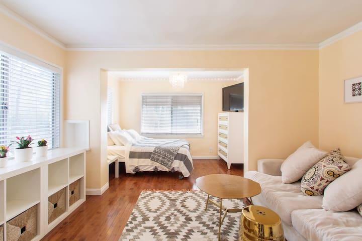Top-Floor Studio Apartment with Quiet Terrace
