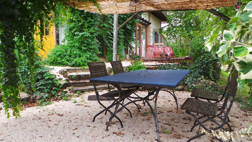 Maison d'artiste en pleine campagne - Beauvais-sur-Tescou - Rumah