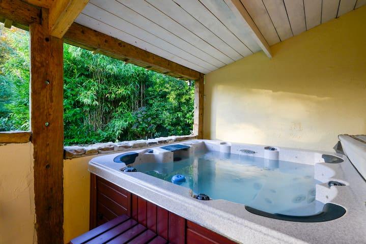 Belle chambre avec Jacuzzi à l'orée d'un bois - Inzinzac-Lochrist - Rumah