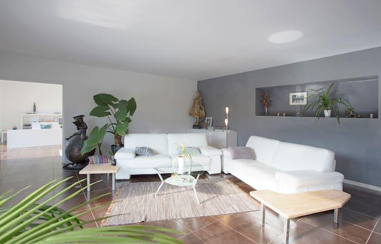 Chambre sdb et wc privés parking et wifi gratuit - La Londe-les-Maures - Casa