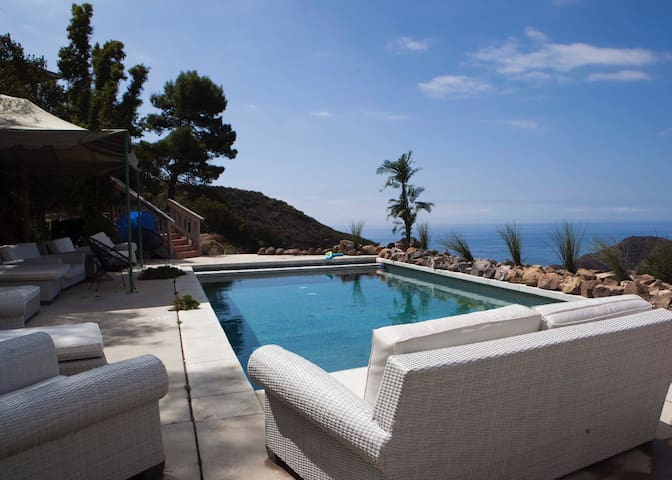 Villa in Malibu with ocean and fantastic view!