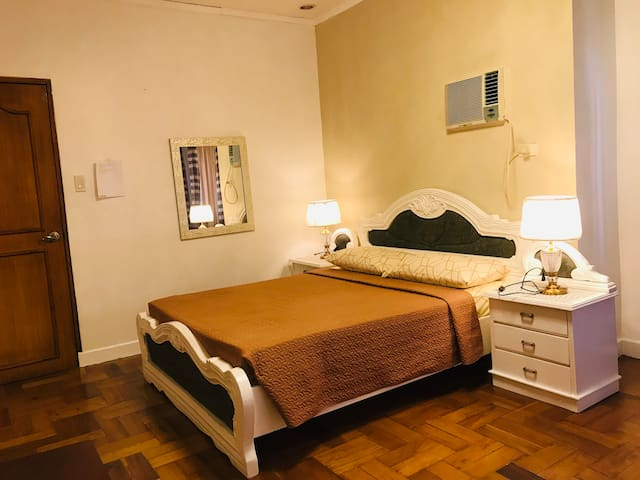"""""""MEGUMI Home"""" a cozy place to stay in Las Pinas !"""