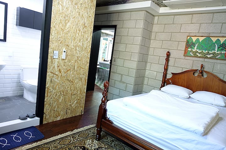 Double Bed Room @Itaewon MOSC(#21)