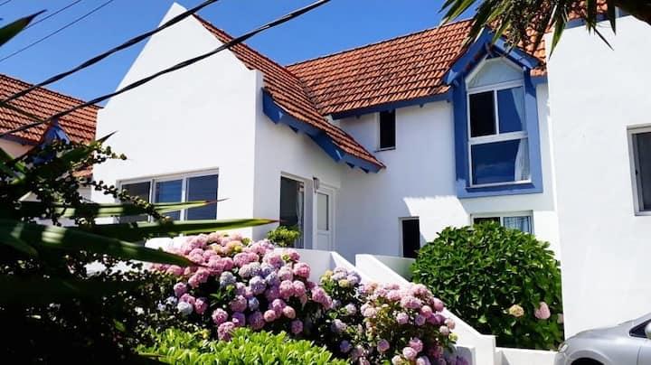 Excelente casa en la barra a media cuadra del mar