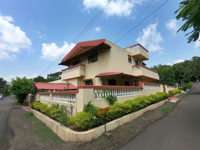 A private bungalow for rent in Hill range, Devlali