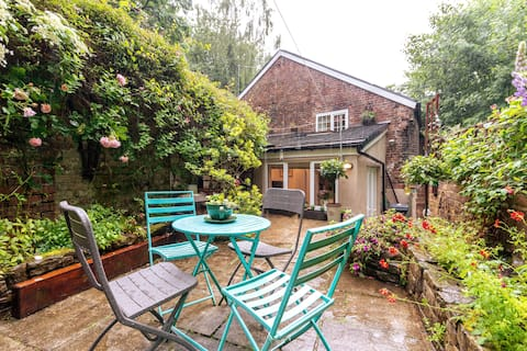 Quirky 2 Bed Cosy Cottage Garden Free Wi Fi  &Park