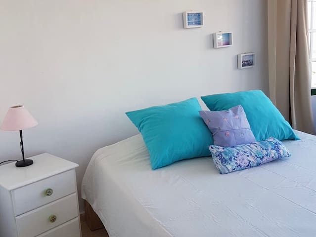 Cozy Bright Double Room close to the beach!