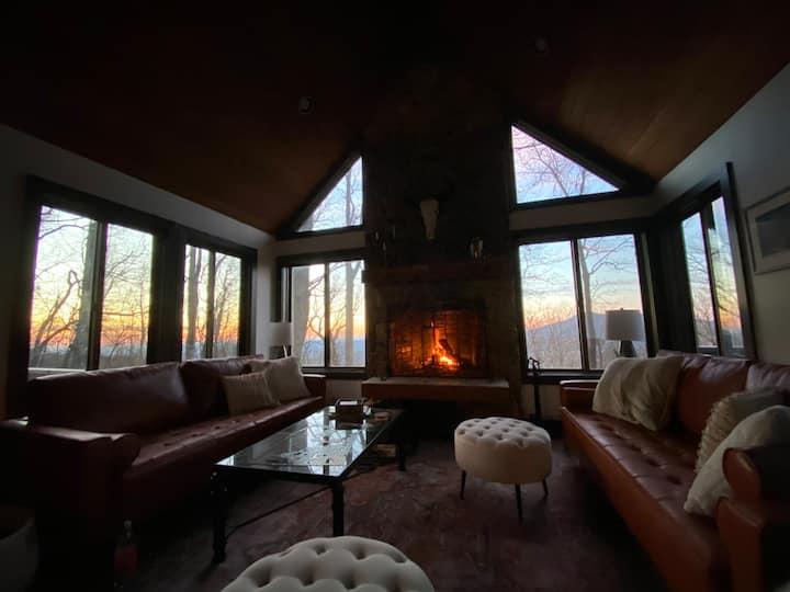 Panorama Peak Lodge-4 bedroom with sweeping views