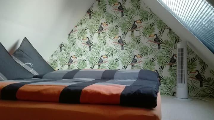 Gemütliches Zimmer mit Schlafboden