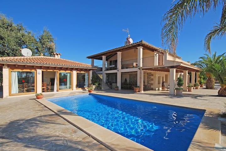 SON LLARG - Espaciosa casa de campo con piscina para 6 personas en Lloseta