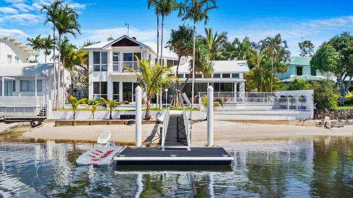 Noosa River Beach House - Private Jetty and Pool
