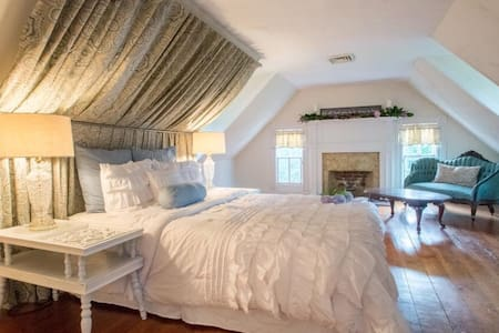 Charming Historic Bedroom! - Lunenburg