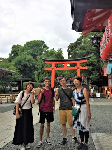 I went to Fushimi Inari Taisya with Guest! You can go from the hotel to Fushimi Inari Taisha with one bus. (20 minutes required time)