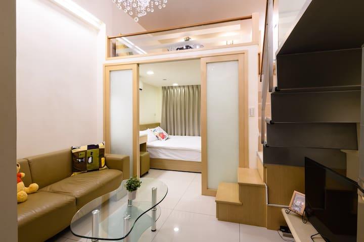 客廳旁獨立臥房 搭配隔間式橫向拉門