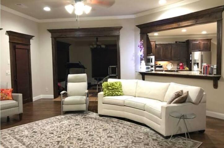 Beautiful modern home near AMP, mall & 49