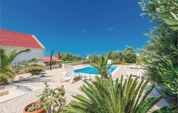 Holiday cottage with 5 bedrooms on 134m² in Rtina