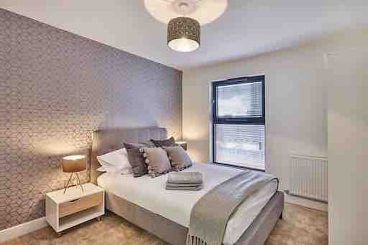Luxury Ensuite Room - Brindley Place/ Broad Street