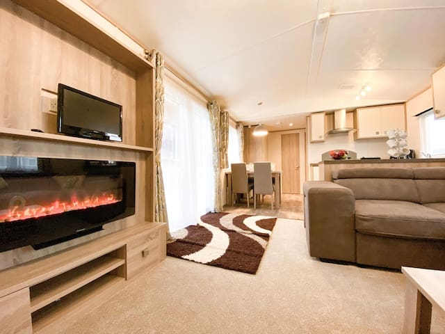 Luxury 6 Berth Modern Caravan with Great Outlook