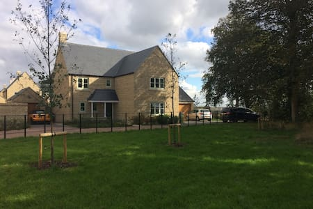 Cotswold charm in modern home - Upper Rissington - Rumah