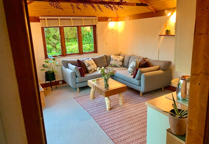 Woodland Lodge 7 min walk to tube/station