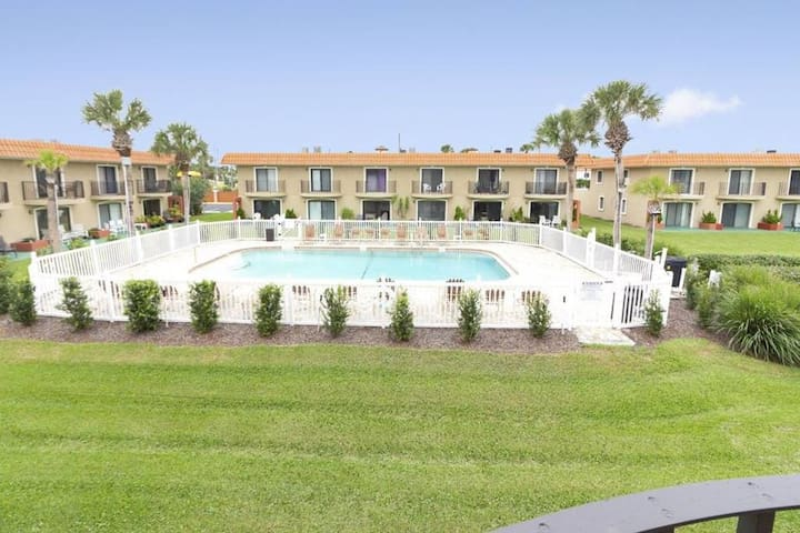 **Pet-Friendly with Pool View on the Beach**