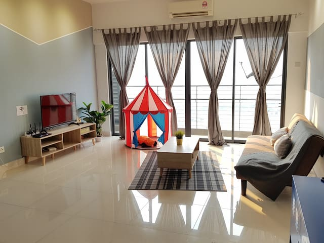 Lovely Suite @ Setia Walk Puchong IOI for 4-5paxs