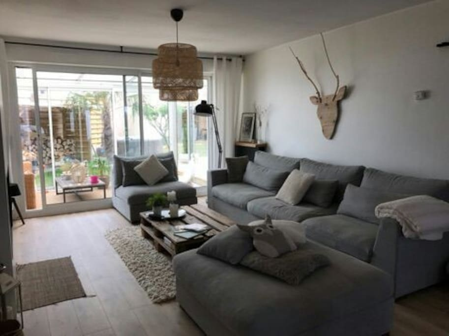 Charmante maison familiale spacieuse avec jardin for Jardin louer 78