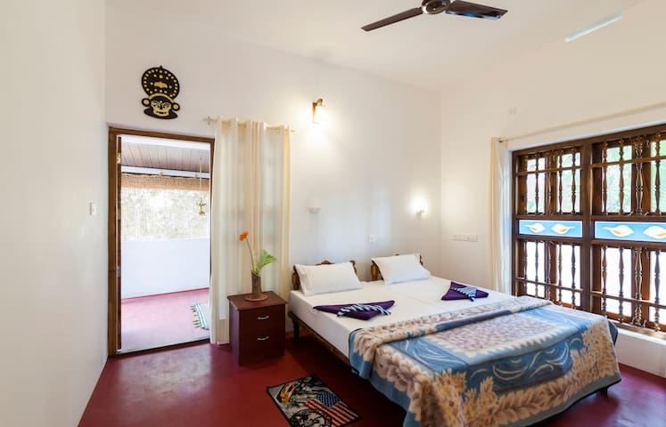 Private bedroom with cosy environme - alappuzha