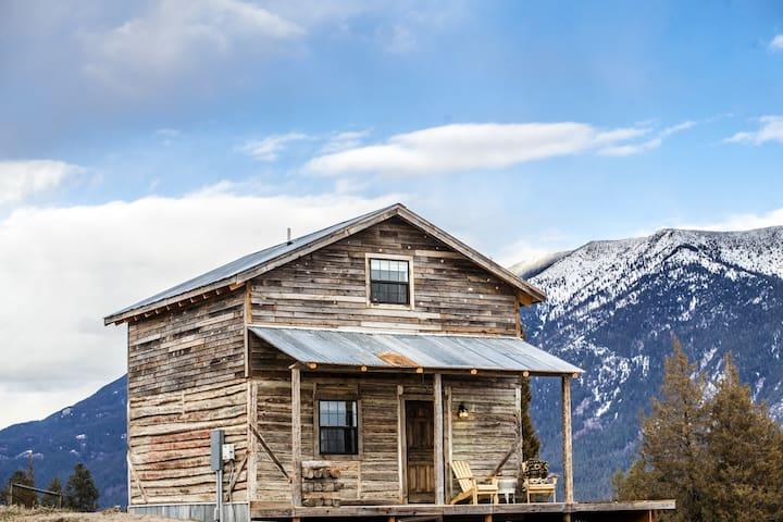 Near Glacier Park historic  cabin   HOT TUB views