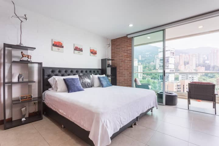 BLUX LUX KING BALCONY VIEWS CLOSE TO PARQUE LLERAS