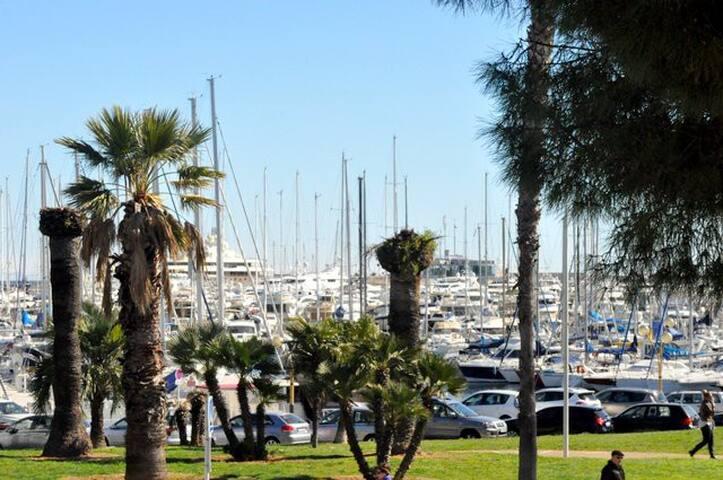 Antibes Port Vauban 2p duplex patio privé