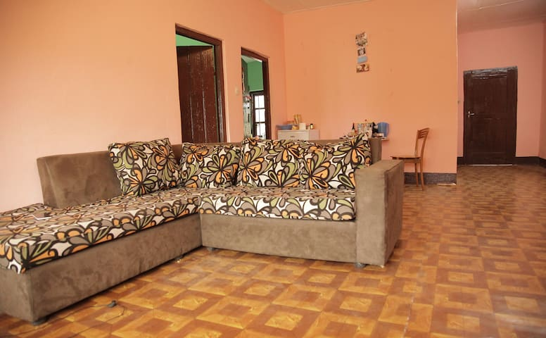 Spacious house in quiet area Buea - Buea - Casa
