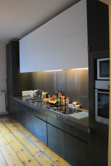 Fully equipped kitchen with oven, grill, micro-wave oven, dishwasher