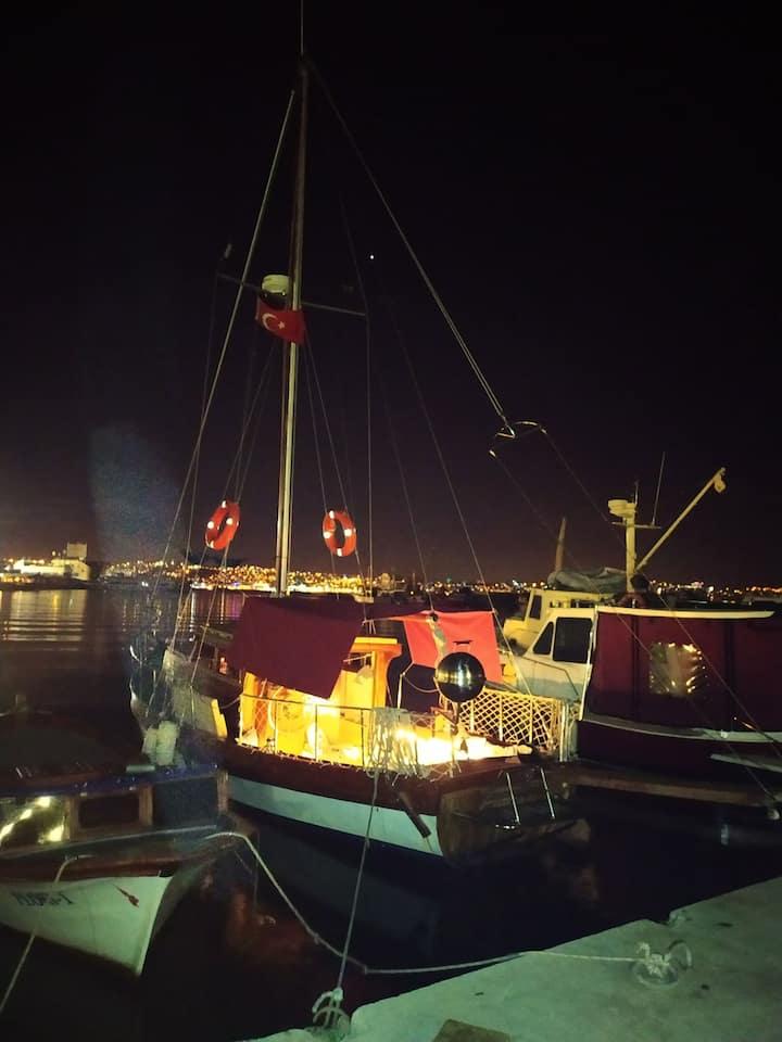 Bostanlı iskelede 10metre yelkenli tekne