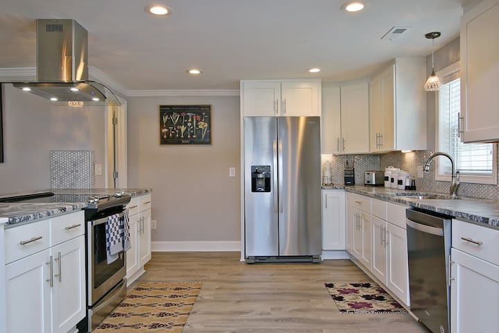 ☆Modern & Luxurious Ranch House (NCSU & Downtown)