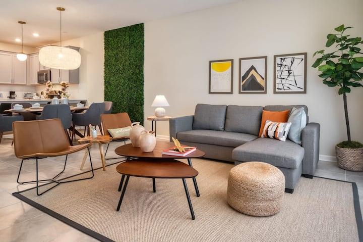 Chic and spacious 3 bedroom Condo near Disney