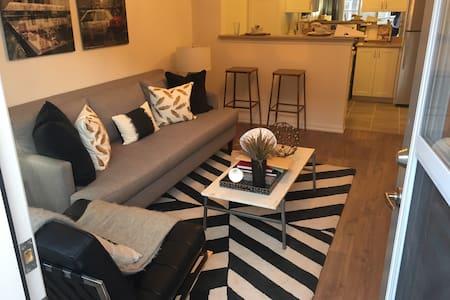 Luxurious Private New 1 Bed Condo - 브램턴(Brampton)