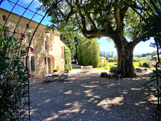 Family suite Large pool 30mns from Avignon