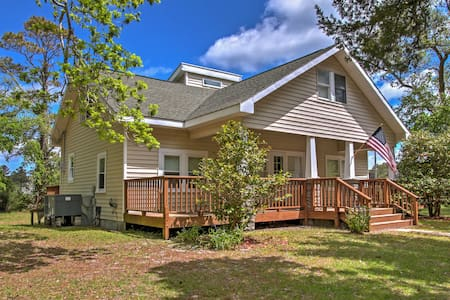 Secluded & Quiet Coastal Home: 1 Mile to Boat Ramp