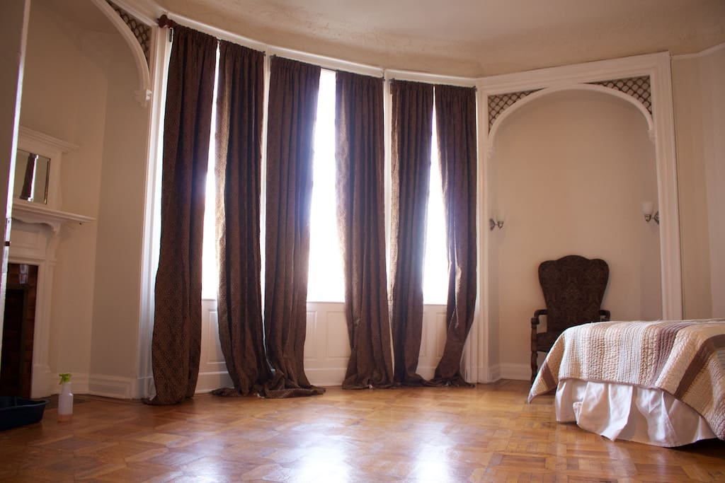 The wellness house apartments for rent in baltimore for Best private dining rooms in baltimore