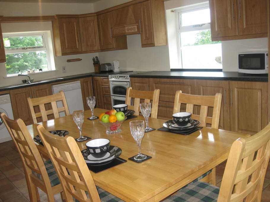 Spacious kitchen/dining room