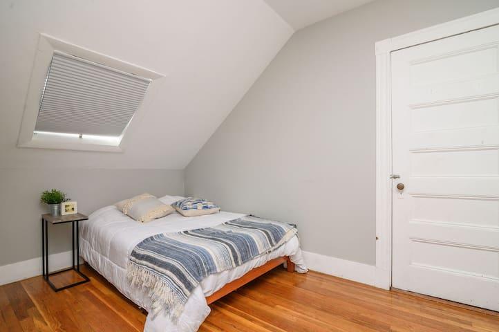 Comfortable room in Brookline