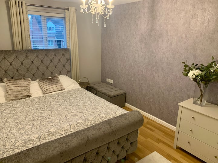 Double room with en-suite females only