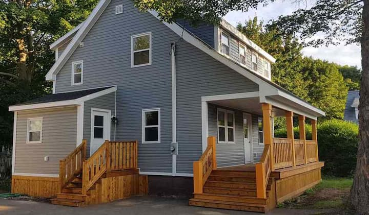 Renovated home on quiet street near downtown core