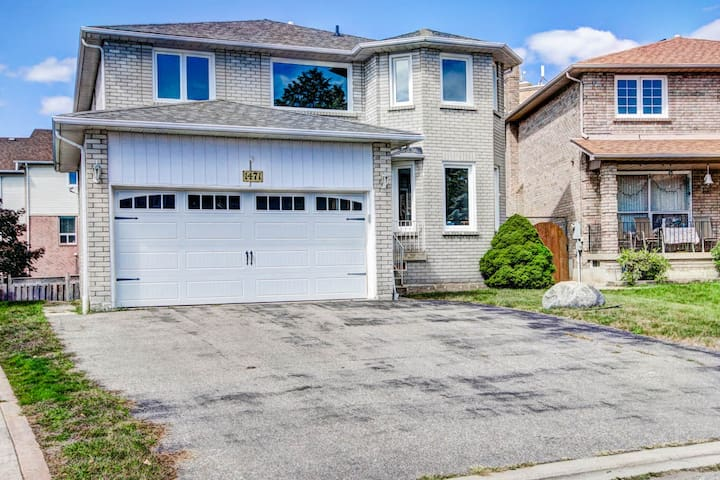 RENOVATED 4 BEDROOM LARGE HOME.CENTRAL MISSISSAUGA
