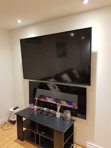 MODERN & LUXURIOUS BASEMENT TWO BEDROOM APARTMENT