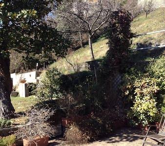 Casa nel verde della collina torino - Superga - Hus